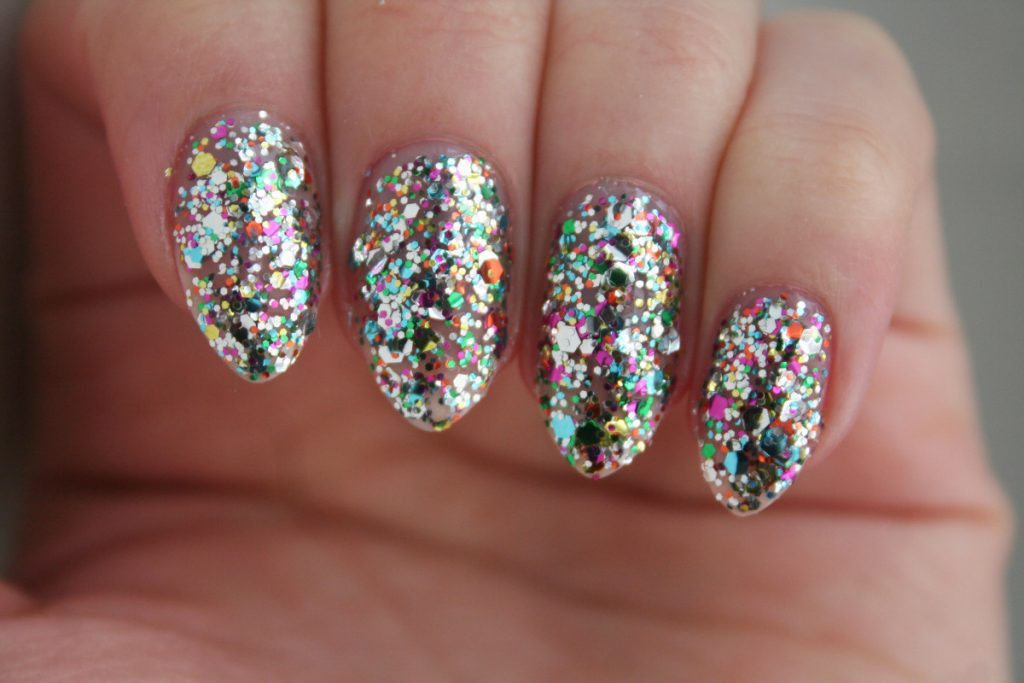 How to Make your Own Glitter Nail Polish – rb-shop.us